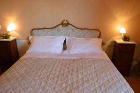 King Bed Ensuite in Unique VILLA - Spoleto - Villa