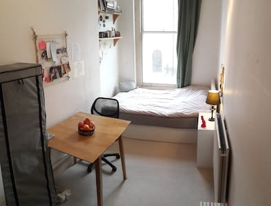 Nice Double Room, 5 mins to Russell Square - Londres