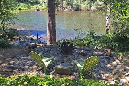 On Trinity River, Fire Pit/BBQ. VERY PRIVATE! - Cabin