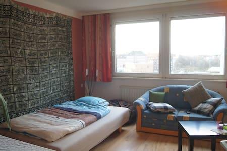 Nettes 16qm Zimmer +  - Wohnung