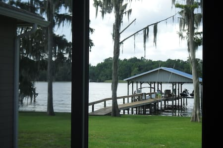 RIVERFRONT, New luxury home 3 bed - Ház