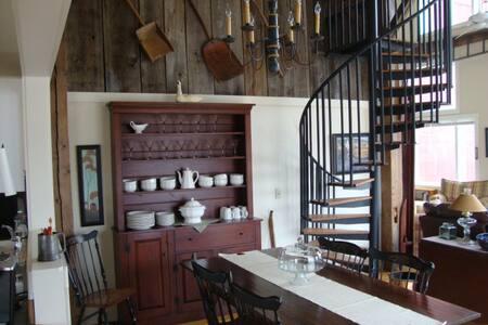 Beautiful Post and Beam Barn  - Jeffersonville