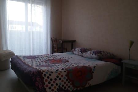 Chambre double tout équipée - Apartment