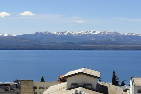 San Carlos de Bariloche is a very nice town to enjoy the travel and tourism, and has many landscapes in all seasons of the year are very popular. This large apartment has a spectacular setting overlooking the lake and is located in the city center.