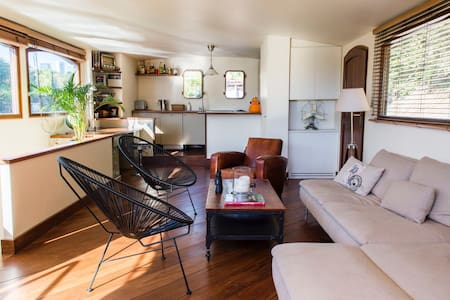 Luxurious Houseboat with Hot Tube - Paris