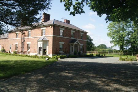 Willington Lodge 5 star B&B  - Horseman's Green - Bed & Breakfast