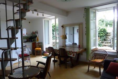 Calme et Charme en CÉVENNES/LOZERE - Huis