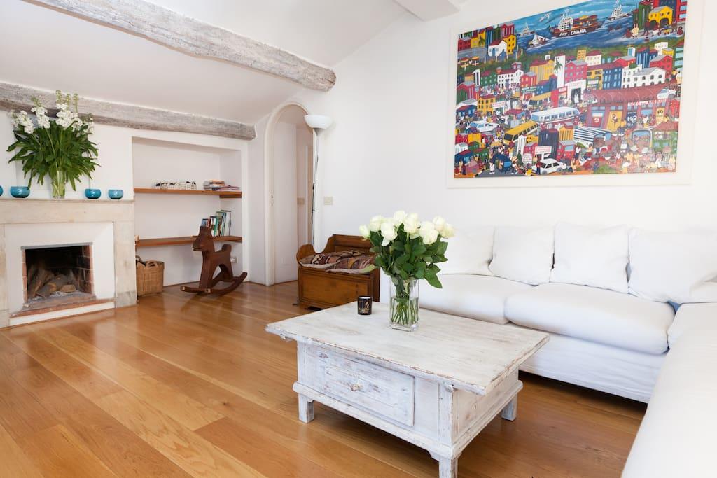 Cozy room in Rome's historic center