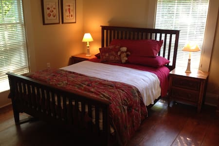 Peaceful Grand Pre Heritage Home - Rose Room - Maison