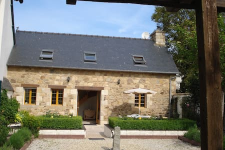 Ti Hañv Cottage in quiet centre of Pontrieux - Maison