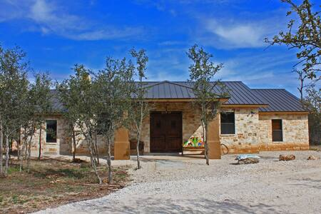Amazing home with Pool near Frio