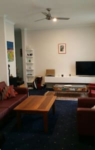 Modern City apartment 1min to beach - Newcastle  - Apartemen