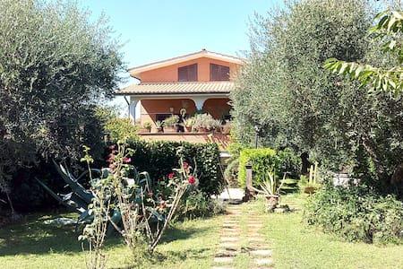 Anna's House . Splendida villa immersa nel verde! - Villa