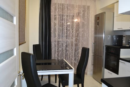 Веры засулич 48, ТРК Стлолица, Пермская Ярмарка - Perm - Apartment
