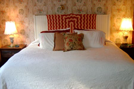 Cozy Weekend in the Catskill Room - Catskill