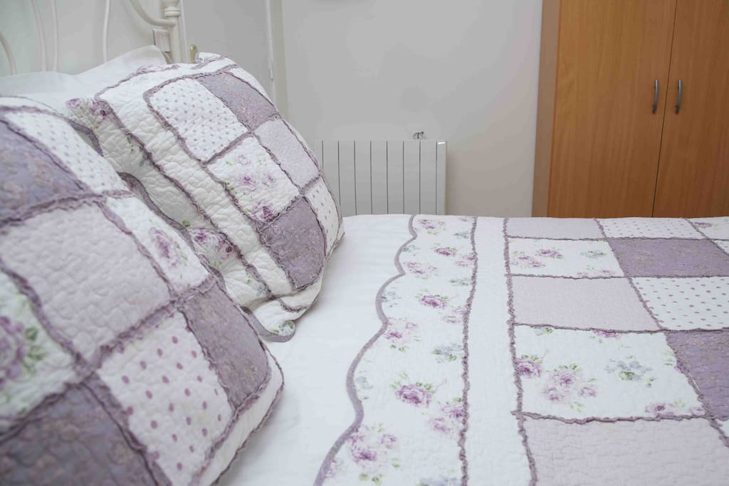 King sized bed with quality linen
