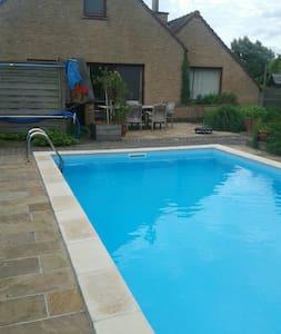 Eerste verdieping in B&B met zwembad in Assenede - Assenede