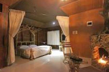 Pugmarks Jungle Lodge Cedar Suite 2 - Rumah