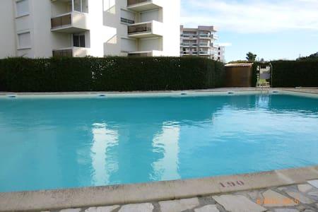 Agréable studio dans résidence avec piscine - Apartment