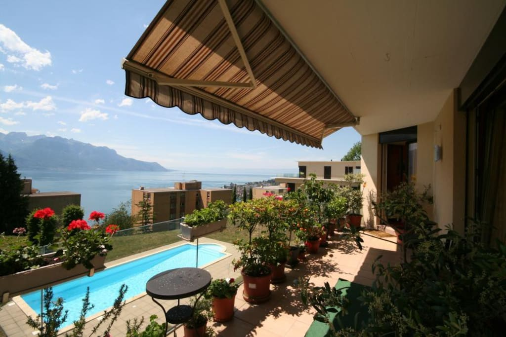 22 m2 Balcony with panoramic view over the lake and 5 min to downtown of Montreux