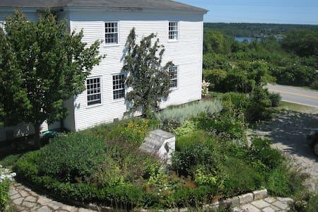 Cobblestone Farm on the Maine coast - Sedgwick