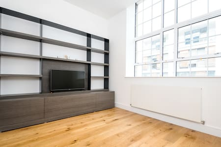 Brand New Warehouse Conversion with Concierge!! - London - Apartment