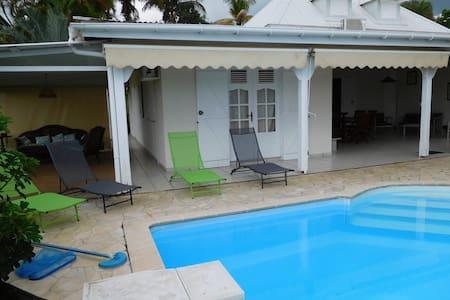 Charming villa with swimming pool - Saint Claude - Villa