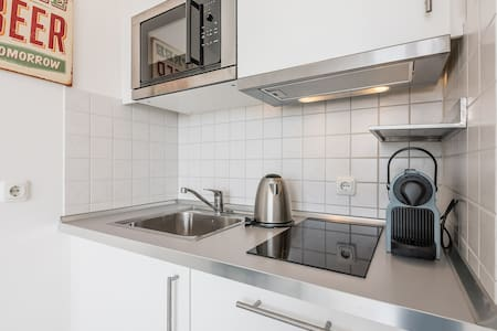 Modern studio with Wi-Fi and city views - Augsburg - Apartment