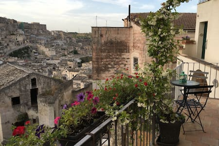 Lo Scorcio, an antique home - Matera - House