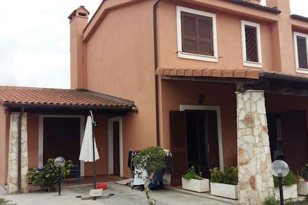 Villa in comprensorio privato - House
