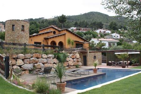 Encantadora Villa Mediterránea en Barcelona área - Ca n'Ermengol - Villa