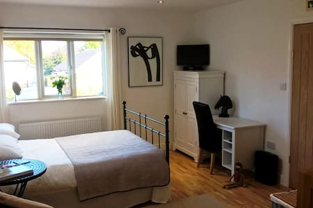 Studio Apartment Romiley (New & Self Contained) - Bungalo
