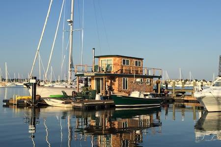 "Casey's Houseboat - ""Capt. Carl"" - Newport - Boat"
