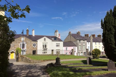 A Lovely Period Town House - Beaumaris