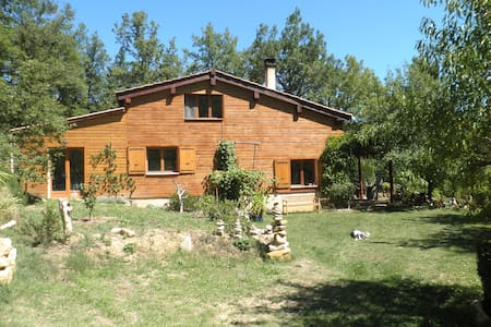 Maison écologique en bois de 100m2 - Rumah Bumi