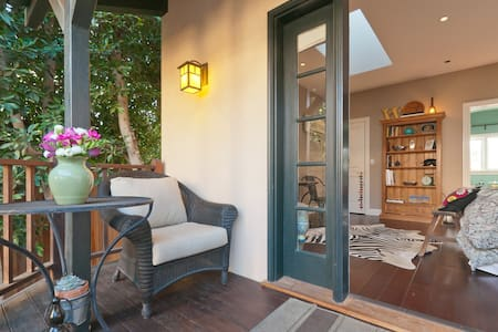 Charming Century City Guest House - Los Ángeles - Bed & Breakfast