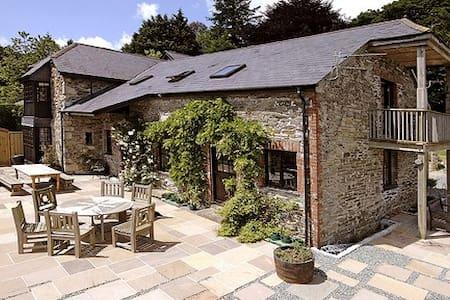 The Garden Room, Trussel Barn B&B - Bed & Breakfast