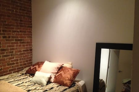 Private bedroom and bathroom - New York - Loft