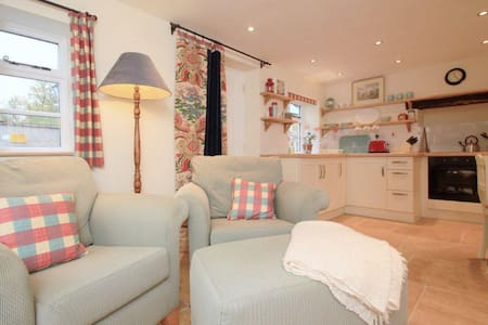Charming restored Victorian cottage - Casa