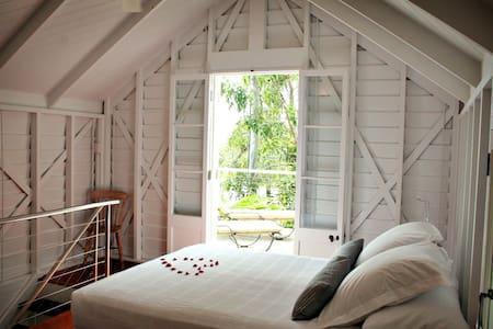 Understated Elegant Cottage in Port