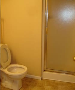 Private Room/Bath near Airport/Zona Rosa - Kansas City - Townhouse