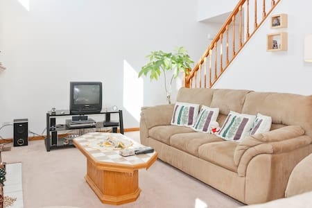 Cozy-Comfy Room,  longterm no lease - Ház