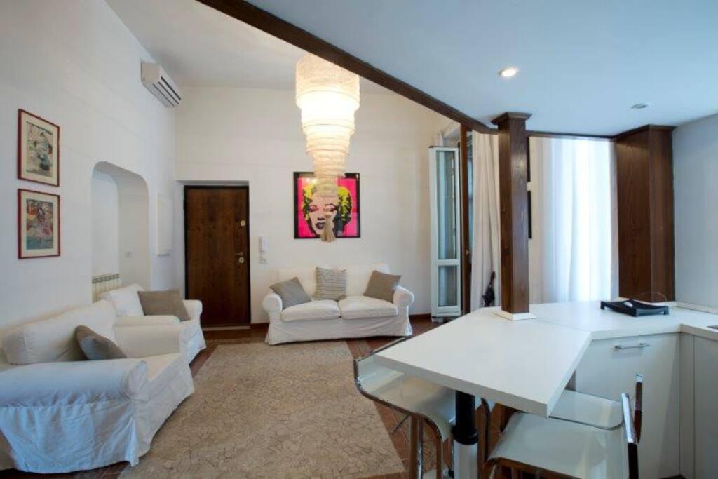 Entrata/salone con divano letto