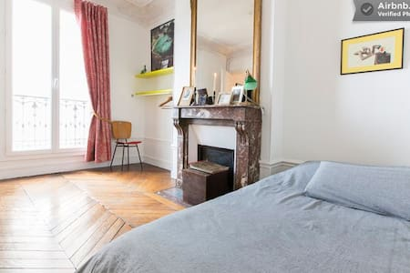 Large Bedroom with Sunny Balcony! - Paris - Apartment