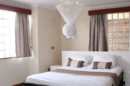 Large *Charming ensuite room *JKIA airport Wifi - Nairobi