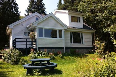 Lakefront Laurentian Cottage - Chatka w górach