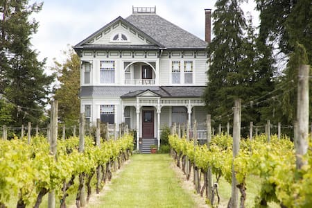 Joseph Mattey House B&B & Vineyard - McMinnville