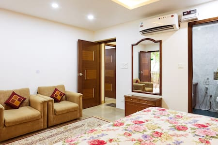 """Garden View Room"" Near Airport - Just 10 Mins. - New Delhi"