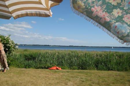 FerienHaus mit direktem Strandzugang - Waabs