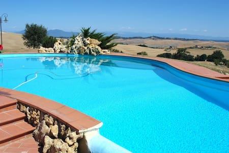 Villa farmhouse with swimming pool, wonderful view - Chianni